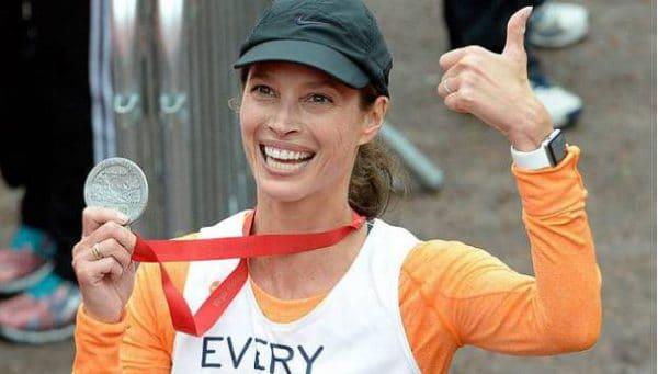 Christy Turlington Burns loopt marathon met Apple Watch