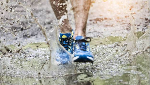 Zo maak je vieze loopschoenen weer schoon