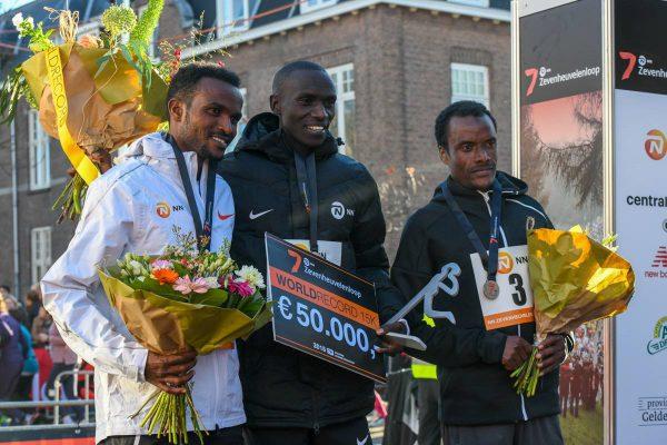 Joshua Cheptegei zette in de vorige Zevenheuvelenloop het wereldrecord 15 km op 41:05