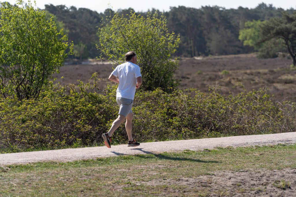 Hardlopen met power: hoeveel kilometer moet je lopen om 1 kilo af te vallen?