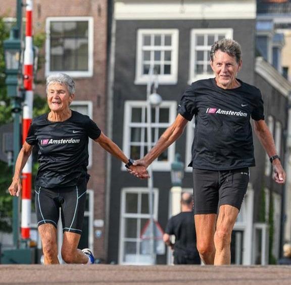 Els en Ruud op de Amsterdamse Magere Brug.