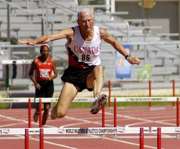 Earl Fee in de finale M80 van de 400 meter horden van de 2011 WMA Championships (foto social media)