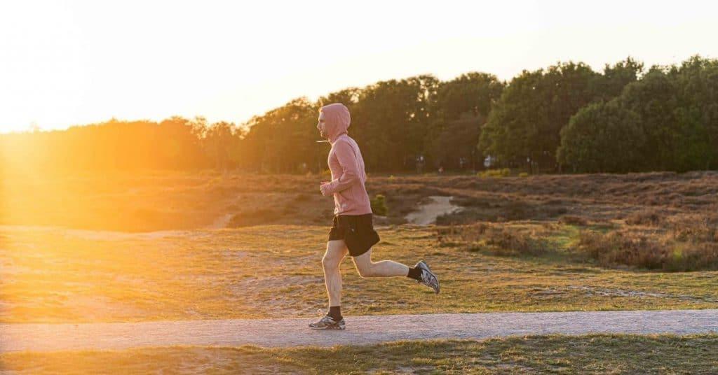 Hardlopen op een lege maag. Een goed idee?