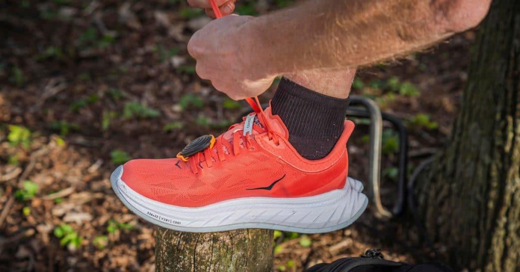 Koen liep met een Stryd aan de veters van zijn HOKA ONE ONE Carbon X2 schoenen