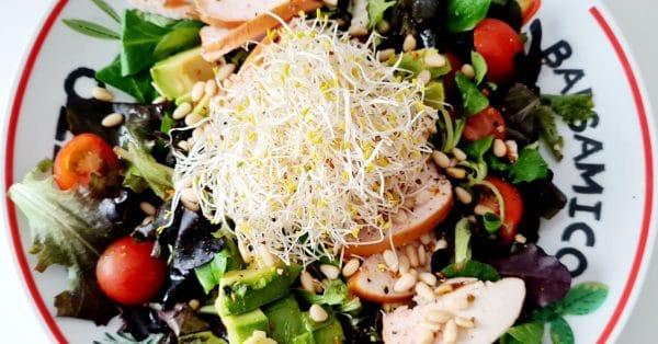 Karen's Kitchen: salade met gerookte kip en avocado
