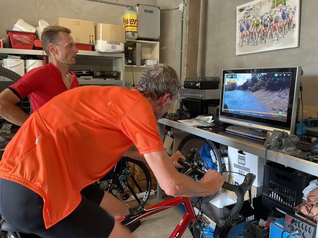Virtueel de Alpe d'Huez beklimmen met de KICKR-climb-indoor trainer bij Guido Vroemen