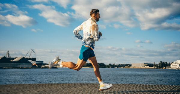 Kom de nieuwe HOKA Bondi X testen met olympisch triatleet Mohamad Maso
